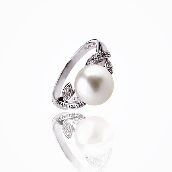 The sensitivity of colors - Cultured Pearl ring