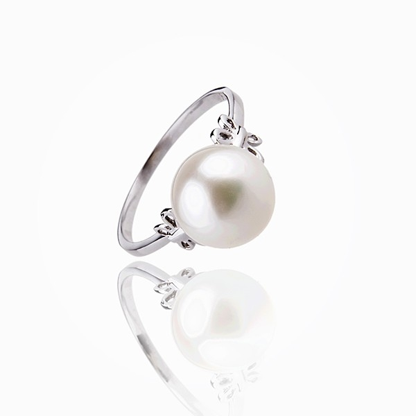 The shining smoothness - Pearl ring - Silver 925