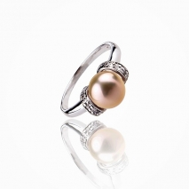 The elegant and generous - Cultured Pearl ring