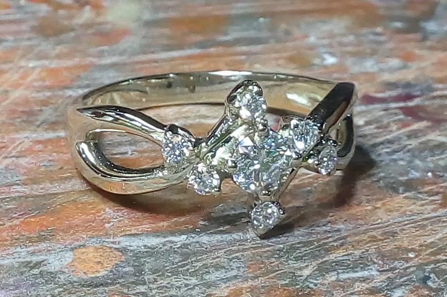 Bague diamant en or blanc issue de la collection d'alliances vivalatina