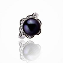 The sensual assertive - Cultured Pearl ring