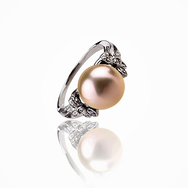 The classical serenity - Cultured Pearl ring