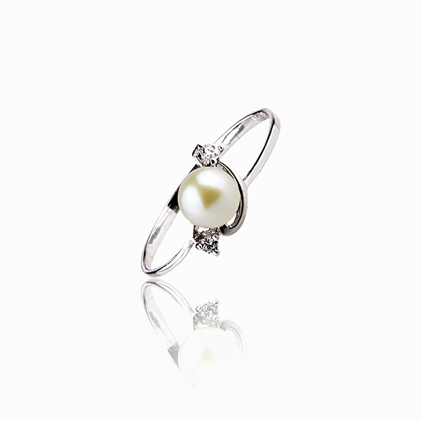 Elegant and active - Cultured Pearl ring